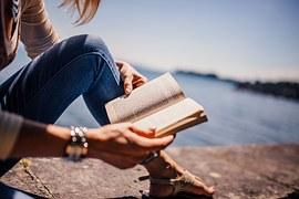 reading-925589__180